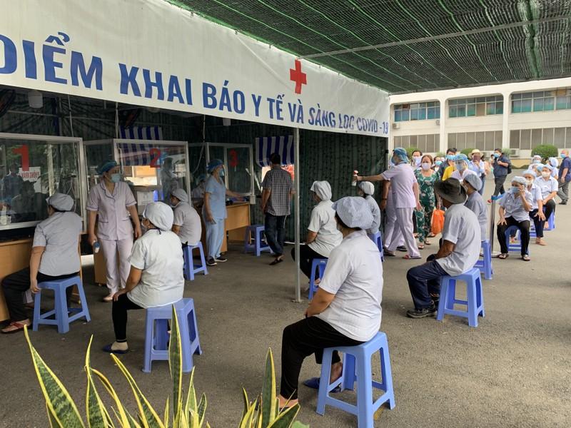 Bệnh viện ở TP.HCM phòng dịch COVID-19 cho người bệnh ra sao?  - ảnh 11