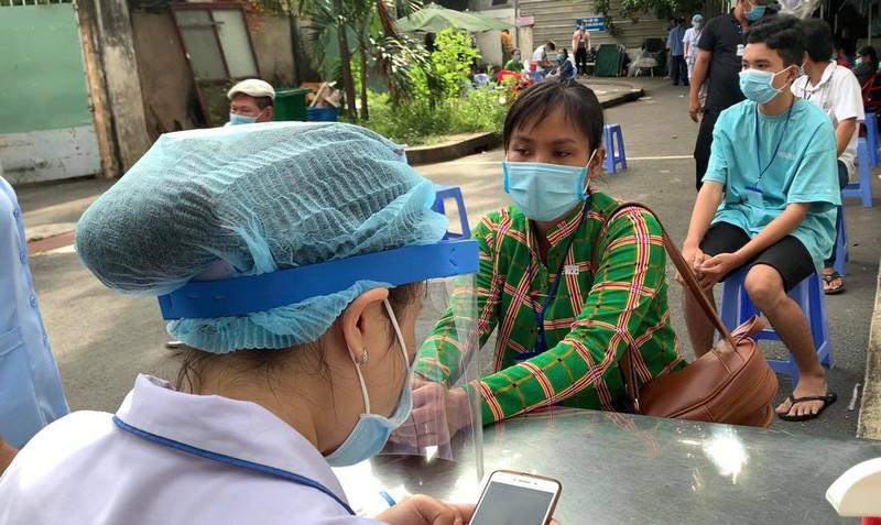 Bệnh viện ở TP.HCM phòng dịch COVID-19 cho người bệnh ra sao?  - ảnh 17