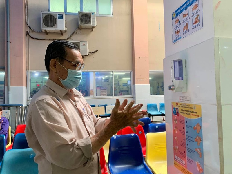 Bệnh viện ở TP.HCM phòng dịch COVID-19 cho người bệnh ra sao?  - ảnh 3
