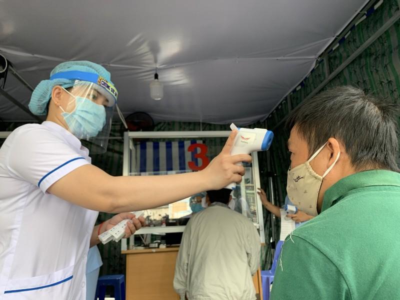 Bệnh viện ở TP.HCM phòng dịch COVID-19 cho người bệnh ra sao?  - ảnh 9