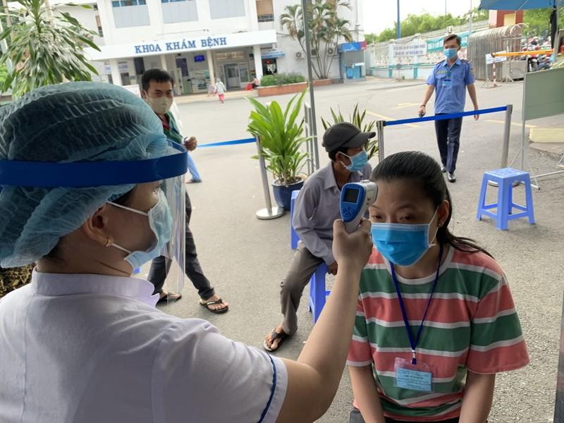 Bệnh viện ở TP.HCM phòng dịch COVID-19 cho người bệnh ra sao?  - ảnh 8