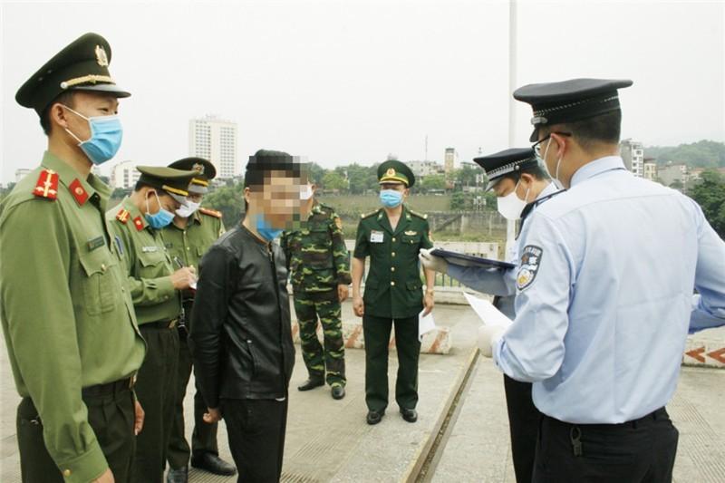 Hơn 50 chiến sĩ công an tiếp xúc gần ca bệnh người Trung Quốc - ảnh 1