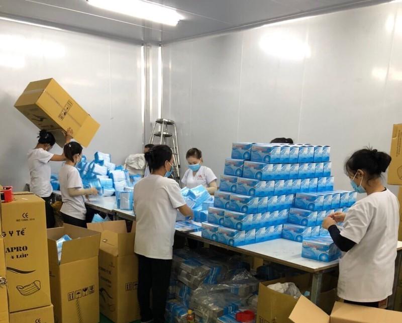 TP.HCM: 410 thùng khẩu trang không rõ nguồn gốc suýt bán ra - ảnh 1