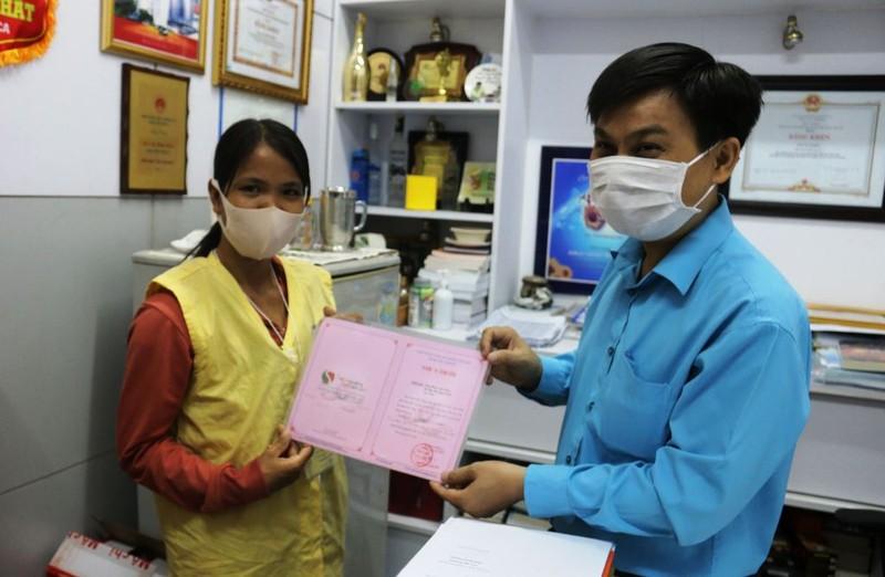 Vợ người bị rắn hổ mang cắn ủng hộ 80 triệu cho bệnh nhân khác - ảnh 1