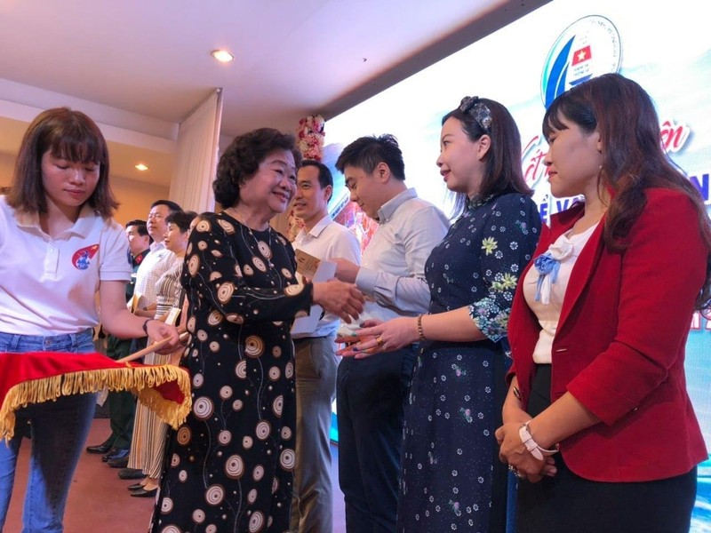 CLB 'Vì Hoàng Sa-Trường Sa thân yêu' ủng hộ miền Trung - ảnh 1