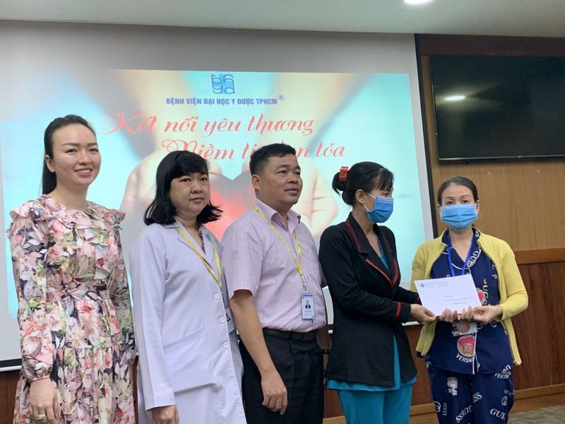 Người mẹ nghèo 'nhường' hỗ trợ cho bệnh nhân và miền Trung - ảnh 2
