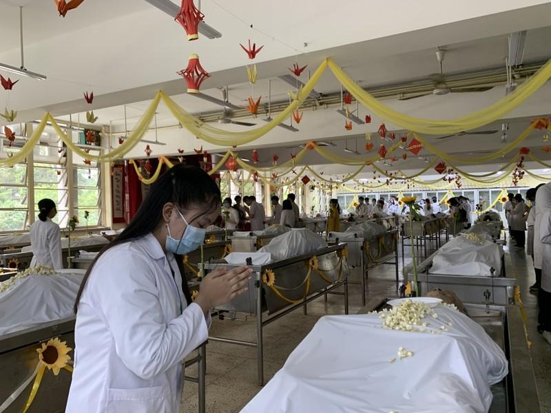 Sinh viên trường y ở TP.HCM tri ân người hiến xác cho khoa học - ảnh 4