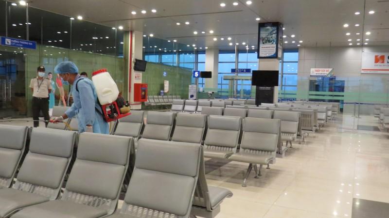 70 F1 của nhân viên sân bay Tân Sơn Nhất và em trai âm tính - ảnh 1