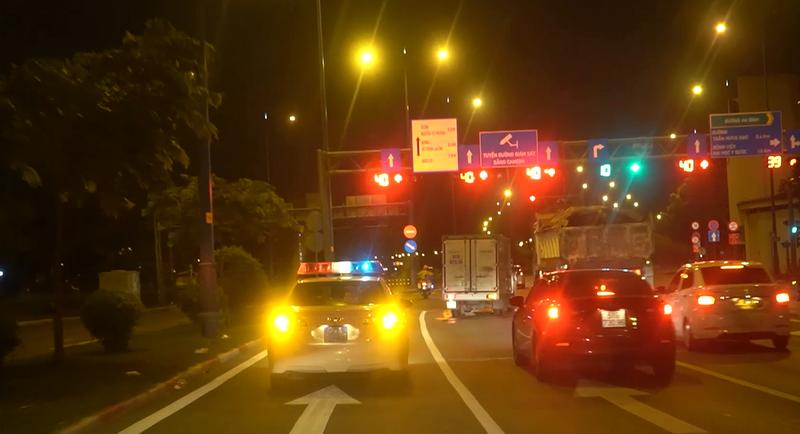 CSGT xuyên đêm hộ tống 3 xe chở tạng ghép cho 4 người ở TP.HCM - ảnh 1