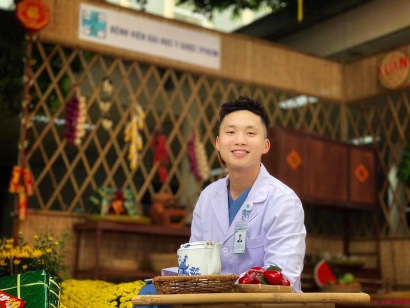 Bác sĩ trẻ cắt tóc, rạng rỡ trước khi vào tâm dịch Bắc Giang - ảnh 2