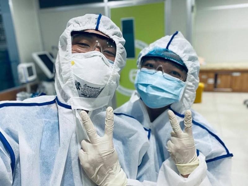 Bác sĩ trẻ cắt tóc, rạng rỡ trước khi vào tâm dịch Bắc Giang - ảnh 3