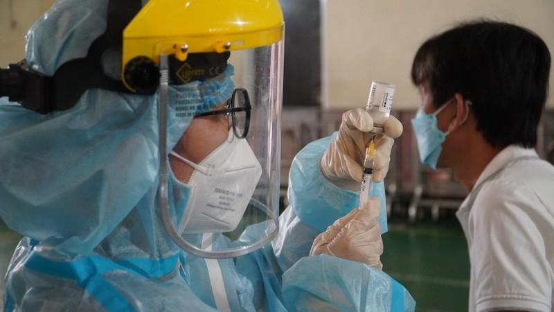 TP.HCM đã tiêm vaccine cho hơn 50.000 người cao tuổi và có bệnh nền - ảnh 1