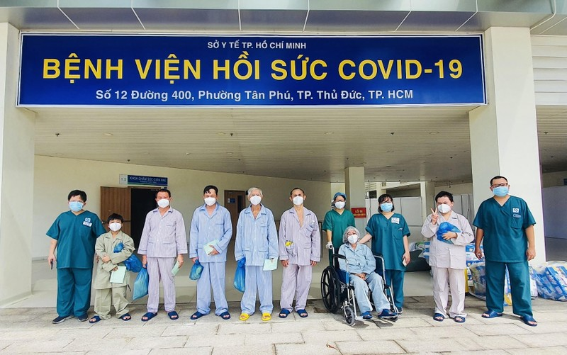 Thêm 10 bệnh nhân nhiễm COVID-19 nặng được xuất viện - ảnh 1