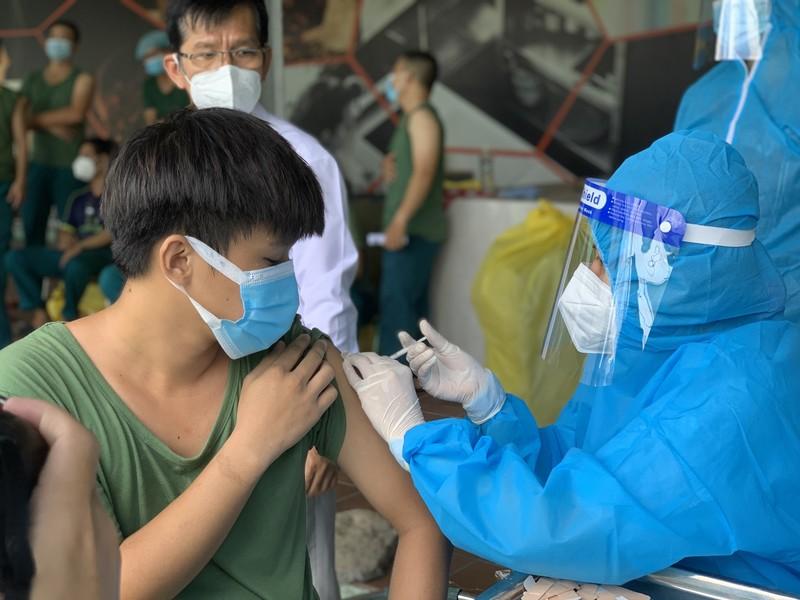 TP Thủ Đức điều xe lưu động tiêm vaccine COVID-19 cho người dân - ảnh 3
