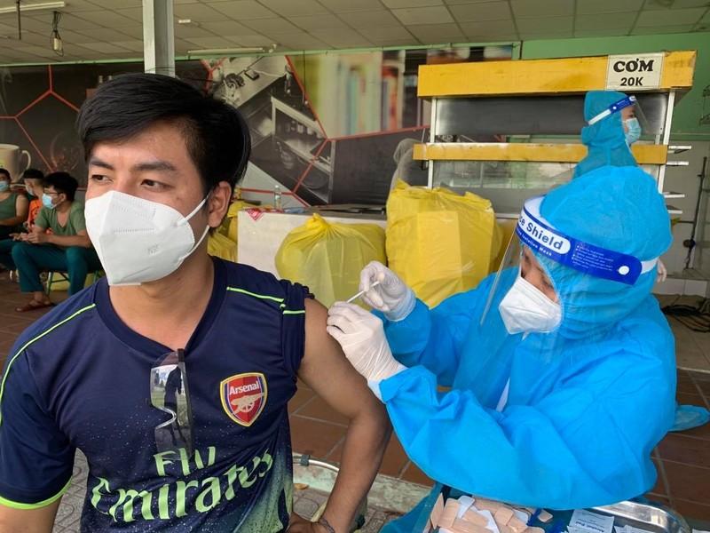 Phó Chủ tịch TP.HCM Dương Anh Đức: Việc tiêm vaccine là trên tinh thần tự nguyện - ảnh 1
