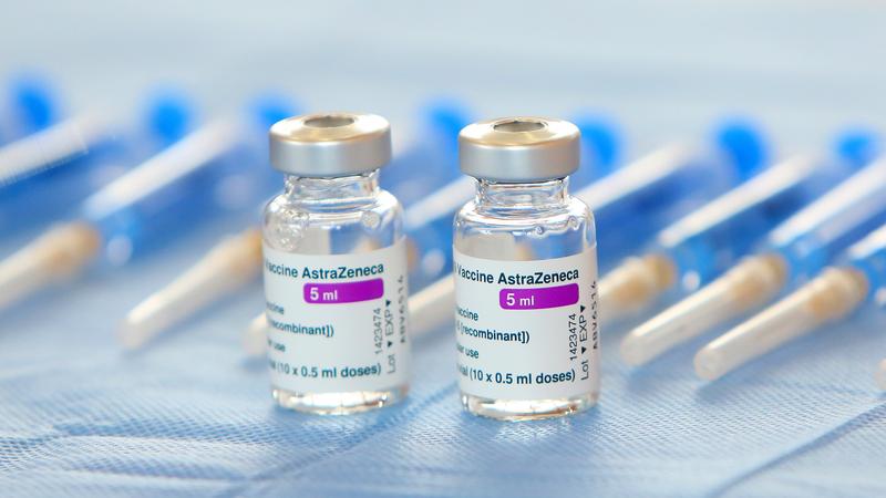 Phó Giám đốc Sở Y tế TP.HCM nói về rút ngắn thời gian tiêm mũi 2 AstraZeneca - ảnh 1