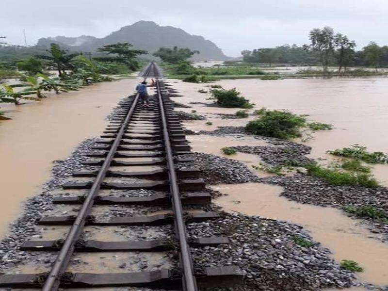Tuyến đường sắt Bắc - Nam sẽ được thông suốt từ 17-10 - ảnh 1