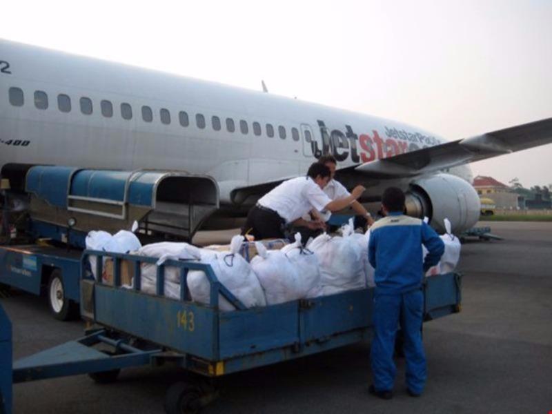 35 tấn hàng cứu trợ miền Trung được vận chuyển miễn phí - ảnh 1