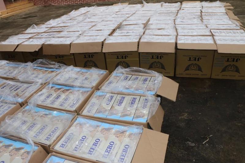Phát hiện xe tải vận chuyển 60.000 bao thuốc lá lậu - ảnh 2