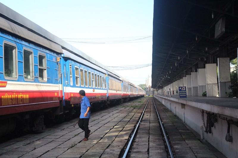 Đường sắt hủy nhiều chuyến tàu vì bão số 12  - ảnh 1
