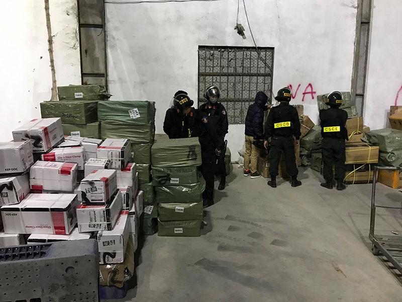Bộ Công an bắt 10 người vụ buôn lậu ở Quảng Ninh - ảnh 1