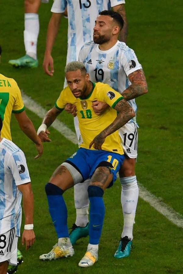 Cười với Messi và khóc cho Copa America