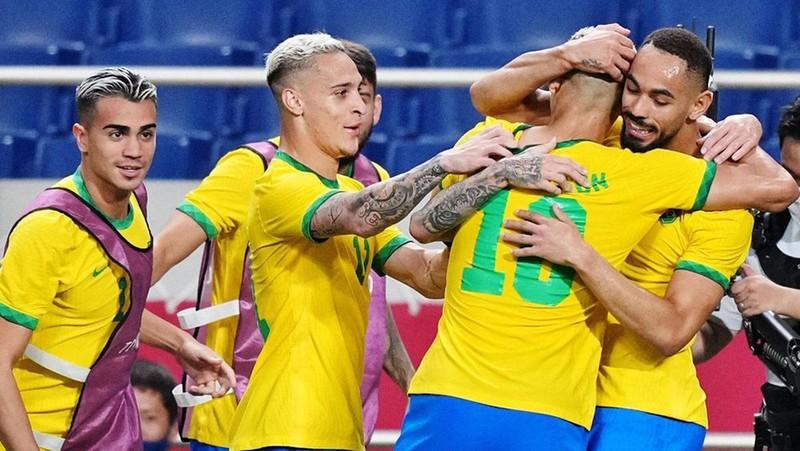 Đương kim vô địch Brazil hú hồn vào chung kết - ảnh 1