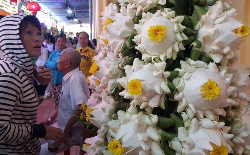 Rực rỡ đèn hoa tại đại lễ của đạo Cao Đài - ảnh 3