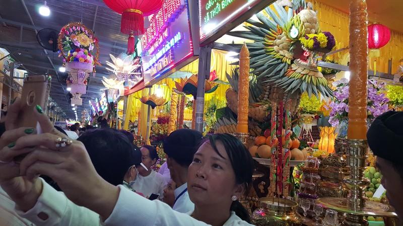 Rực rỡ đèn hoa tại đại lễ của đạo Cao Đài - ảnh 4