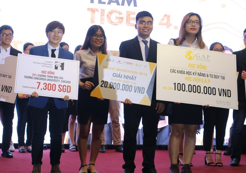 Tìm kiếm, nâng đỡ sinh viên Việt tài năng - ảnh 4