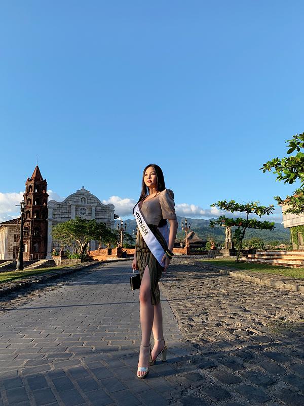 Ở Miss Intercontinental, Ngân Anh đẹp tự nhiên hay photoshop? - ảnh 1