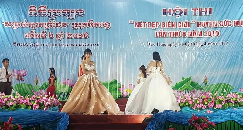 Vui không tưởng ở cuộc thi hoa hậu biên giới Việt-Campuchia - ảnh 8