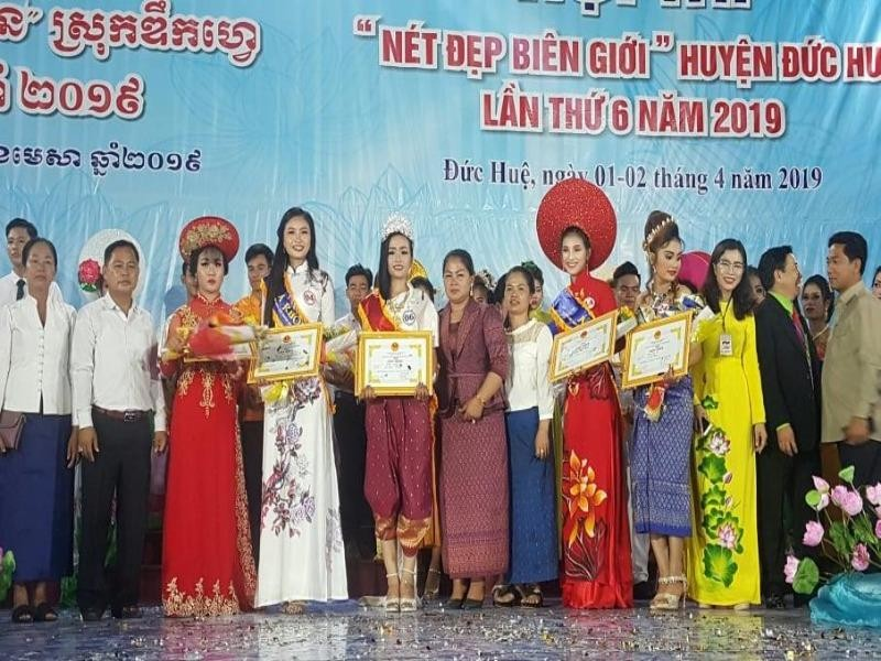 Chung kết hoa hậu biên giới Việt-Campuchia: Đẹp đến khó tin! - ảnh 10
