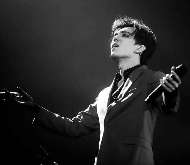 Chàng hoàng tử có giọng hát của 'người ngoài hành tinh' - ảnh 11