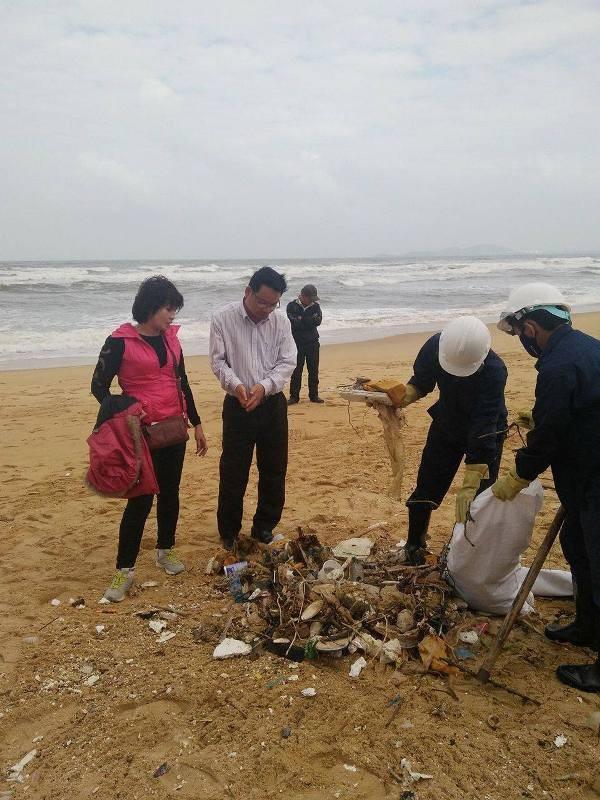 Thu gom 200 tấn rác tấp vào bờ biển Quảng Nam - ảnh 7