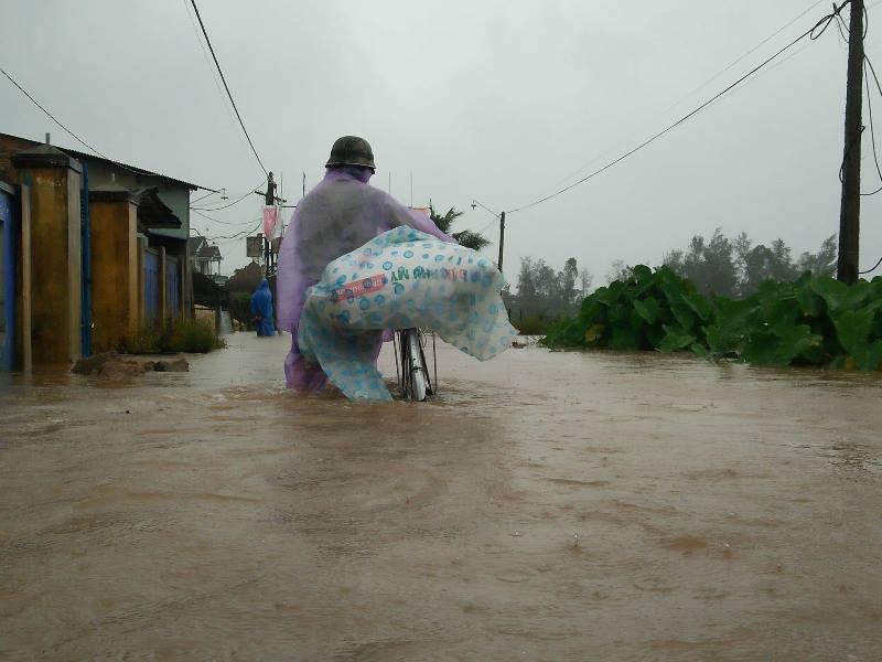 Quảng Nam ngập nặng sau bão số 12 - ảnh 6