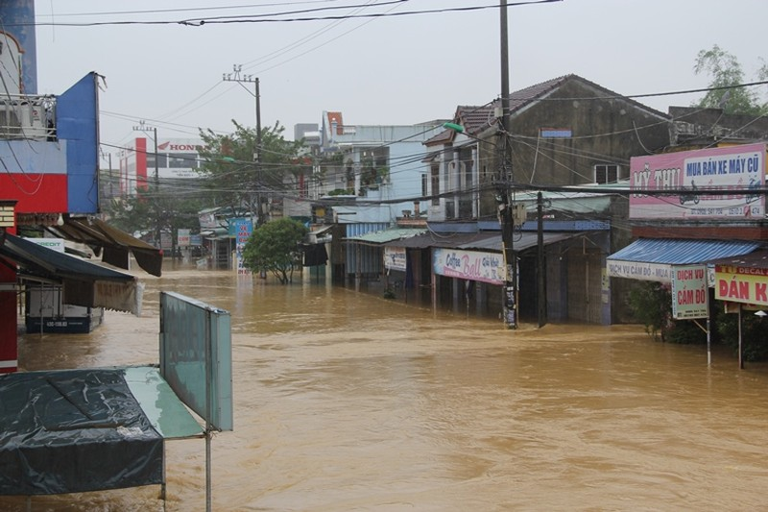 Quảng Nam tạm ứng 23,5 tỉ đồng khắc phục bão lũ - ảnh 1