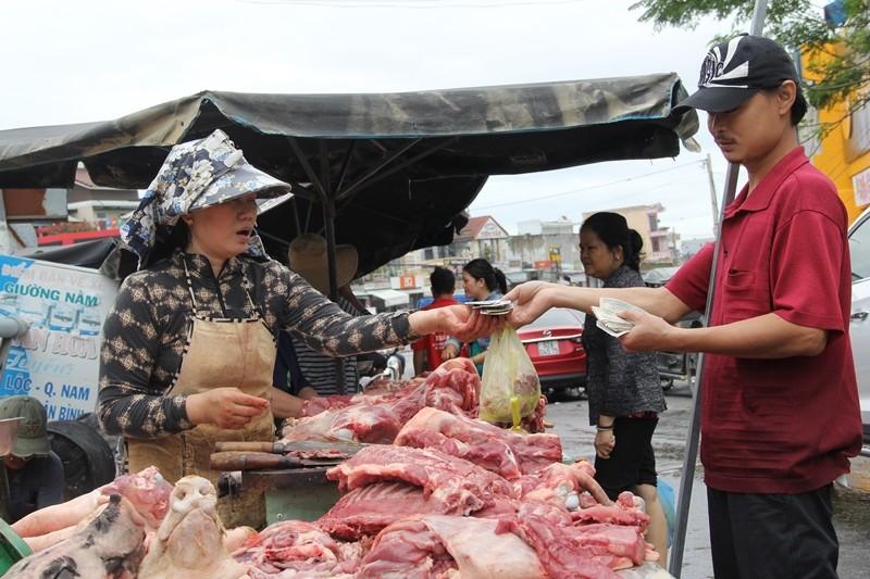 Quảng Nam: Hối hả dọn lũ từ tờ mờ sáng - ảnh 10