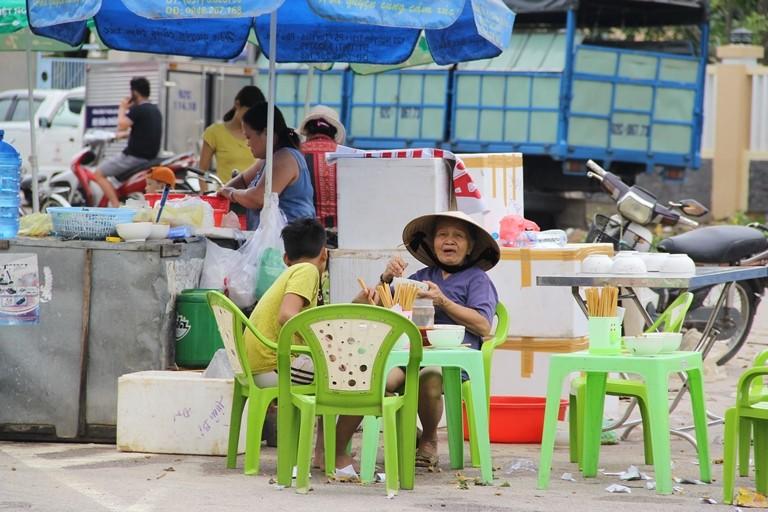 Quảng Nam: Hối hả dọn lũ từ tờ mờ sáng - ảnh 16
