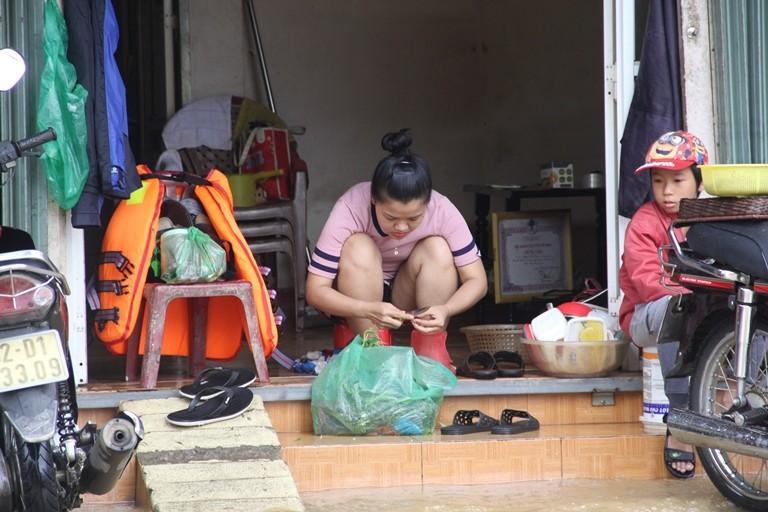 Quảng Nam: Hối hả dọn lũ từ tờ mờ sáng - ảnh 3