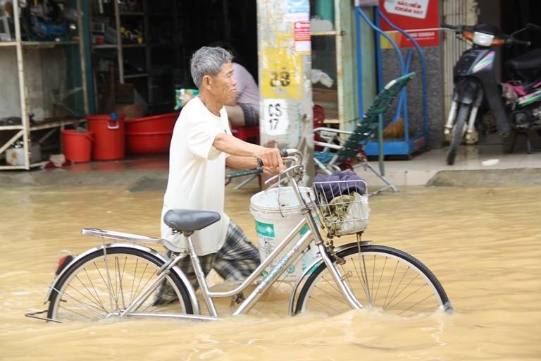 Quảng Nam: Hối hả dọn lũ từ tờ mờ sáng - ảnh 4