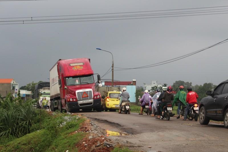 Xe 10 tấn tạm dừng lưu thông trên cao tốc Quảng Nam - ảnh 3