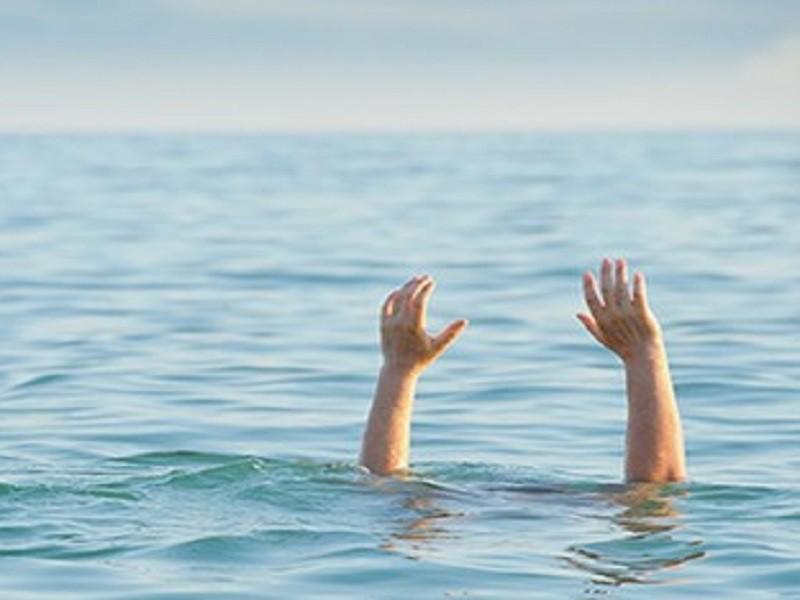 2 anh em 6 và 7 tuổi chết đuối dưới ao - ảnh 1