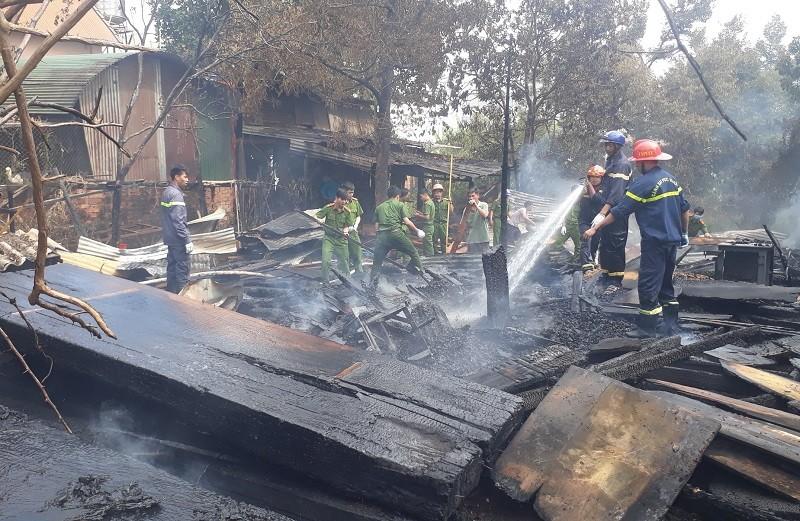 Xưởng gỗ hơn 200 m2 bị lửa thiêu rụi - ảnh 2