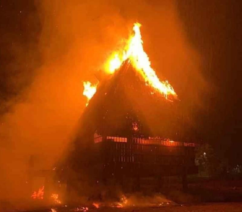 Kon Tum: Cháy nhà rông văn hóa huyện Đắk Tô - ảnh 2