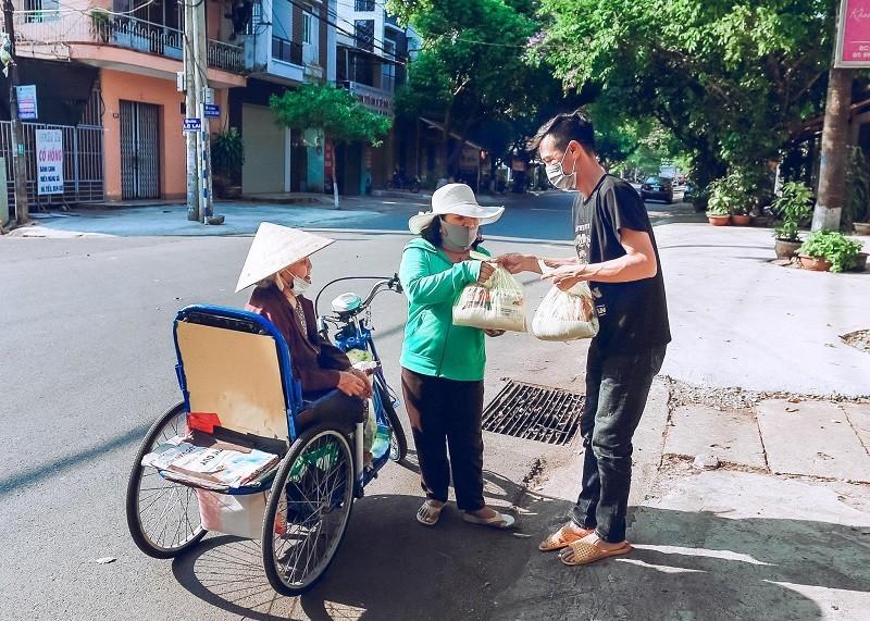 Đắk Lắk hỗ trợ cho người bán vé số trên địa bàn tỉnh - ảnh 1