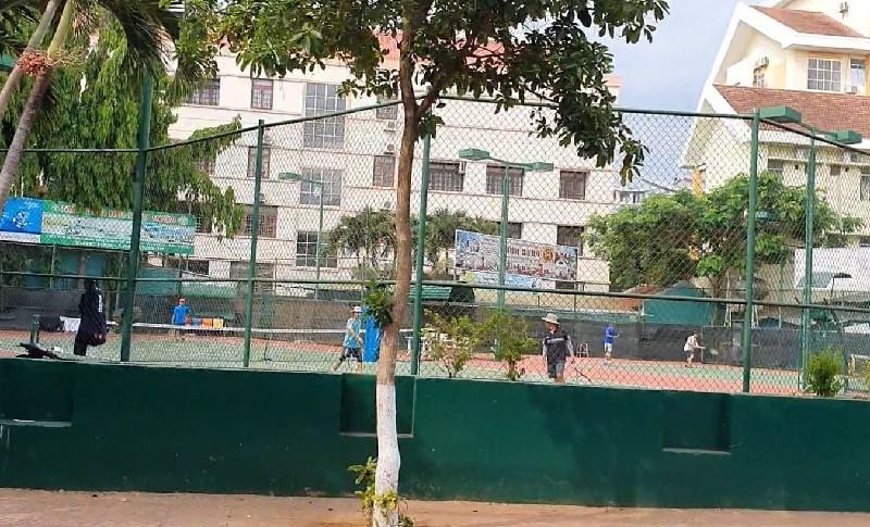 Đắk Lắk: Quảng trường, sân tenis… vẫn đông người - ảnh 2