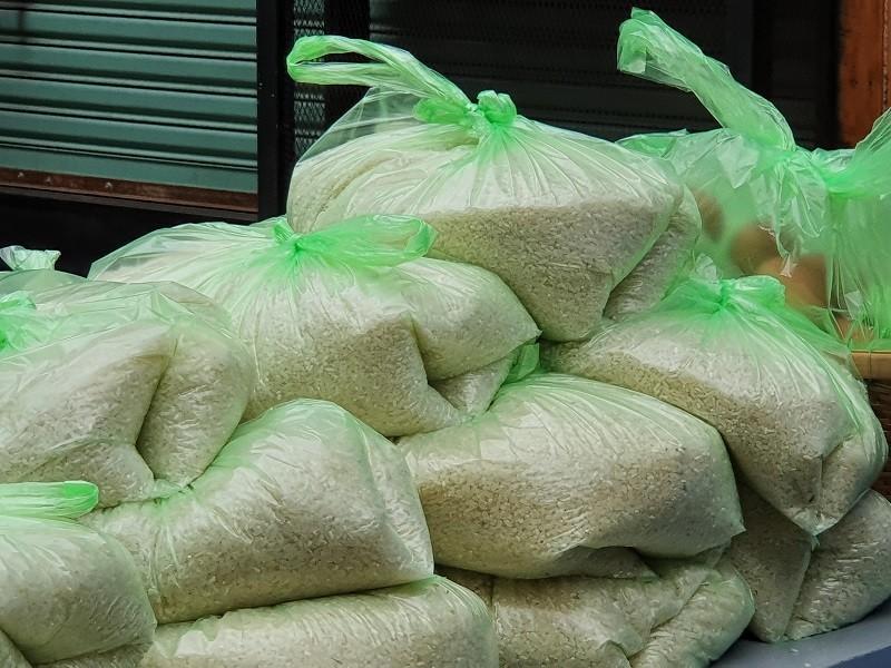 Hàng trăm người xếp hàng nhận gạo tại 'ATM nghĩa tình' - ảnh 7