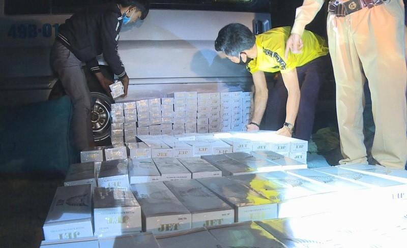 3.500 gói thuốc lá lậu giấu trên xe chở rau - ảnh 1