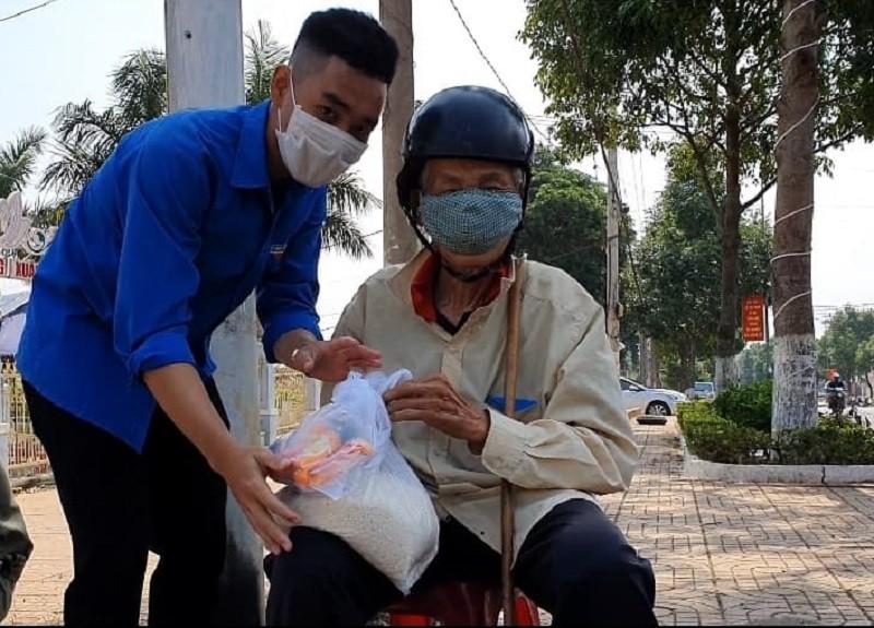 Hơn 120 tấn gạo đến tay người nghèo Đắk Lắk - ảnh 6